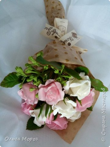 Вот такой маленький и нежный букетик получился из розовых кустовых розочек,и веточки ежевики.  фото 4