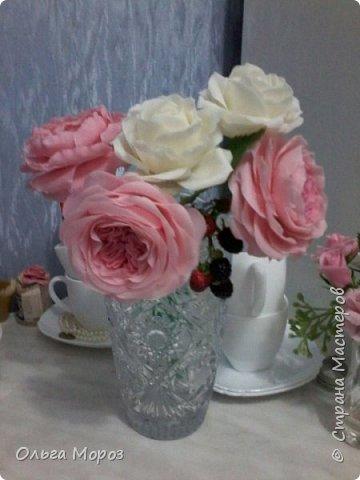 Начала лепить английские розы Остина Девида,подсмотрела МК. у Инны Голубевой и влюбилась!Для основного цвета использовала розовую масляную пастель. фото 3