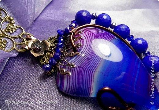 Радуга самоцветов. Комплект кулон и серьги.Сердечко и капельки в сережках, из брекчии оформлены хрустальными бусинками разного цвета,подвешен кулон на металлич.бусины,унакит,перидот.Все собрано на медную проволоку. фото 7
