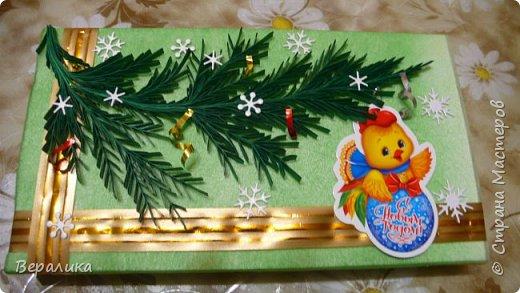 Сегодня хочу показать, как оформила коробочки с конфетами подругам в подарок к Новому году! Сама улетаю домой на Камчатку, а эти коробочки вместе с небольшими презентиками в виде прихваток с яркими петушками- символами Нового года, упаковала в непрозрачные пакеты, чтобы подружки вскрыли их именно 31 декабря.Эта традиция у меня уже постоянная. И мне приятно всегда, когда девочки получают такие сюрпризики! фото 9