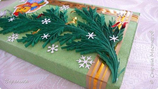 Сегодня хочу показать, как оформила коробочки с конфетами подругам в подарок к Новому году! Сама улетаю домой на Камчатку, а эти коробочки вместе с небольшими презентиками в виде прихваток с яркими петушками- символами Нового года, упаковала в непрозрачные пакеты, чтобы подружки вскрыли их именно 31 декабря.Эта традиция у меня уже постоянная. И мне приятно всегда, когда девочки получают такие сюрпризики! фото 13