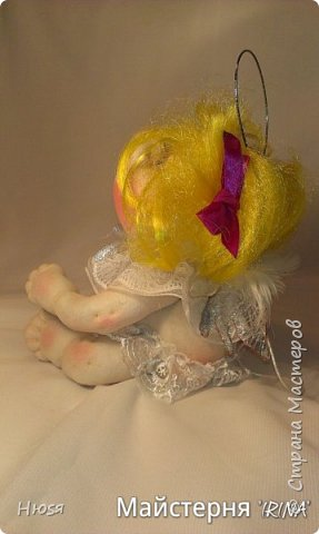 Техника: скульптурный текстиль.  Материал: капрон, синтепон, натуральные перья и хорошее настроение. на подвеске. 20 см .  фото 8