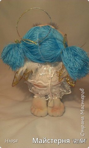 Техника: скульптурный текстиль.  Материал: капрон, синтепон, натуральные перья и хорошее настроение. на подвеске. 20 см .  фото 2