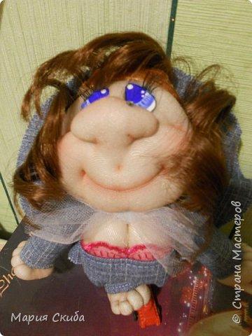 Шила кукол и захотелось эту запечатлеть. Эта дамочка водителю-дальнобойщику в подарок. Надеюсь с  ней в дороге будет веселей. фото 1