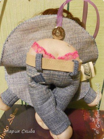 Шила кукол и захотелось эту запечатлеть. Эта дамочка водителю-дальнобойщику в подарок. Надеюсь с  ней в дороге будет веселей. фото 2