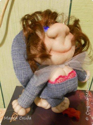 Шила кукол и захотелось эту запечатлеть. Эта дамочка водителю-дальнобойщику в подарок. Надеюсь с  ней в дороге будет веселей. фото 3