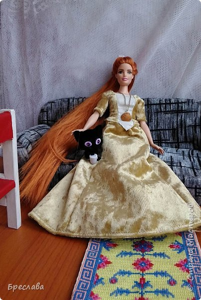 Перепрошила Барби толстушку (так она выглядела http://stranamasterov.ru/node/1047475#comment-14348624). Обозвала Алисой и сшила платье. Алиса со своим котёнком Алмазом фото 2