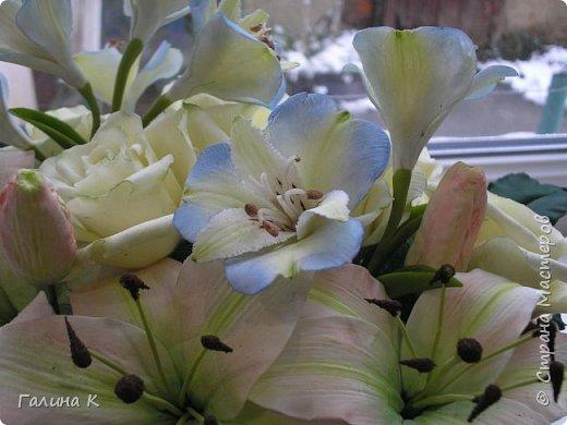 Экспериментировала с фарфором, лепила цветочки, качество фарфора мне не понравилось,при сушке давал деформацию,но цветочки жаль было выбрасывать, решила собрать в композицию! Получилась нормальненькая вроде!Что-то лучше вышло, что-то ужасно)))) В общем больше не экспериментирую! Даю слово!)))))))  фото 4
