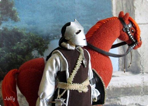 """Шенегар Тротт, граф Суссекский.  Один из вельмож и полководцев Гранбританской империи, антагонист в книге """"Рунный Посох"""".  Крупный, полный мужчина, в отличии от большинства аристократов не любит носить церемониальную маску. Обаятелен, но коварен, очень начитан, эрудирован и умен. Левая рука Императора. фото 17"""