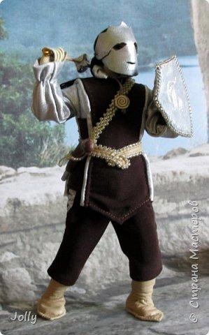 """Шенегар Тротт, граф Суссекский.  Один из вельмож и полководцев Гранбританской империи, антагонист в книге """"Рунный Посох"""".  Крупный, полный мужчина, в отличии от большинства аристократов не любит носить церемониальную маску. Обаятелен, но коварен, очень начитан, эрудирован и умен. Левая рука Императора. фото 19"""