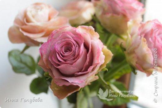 Приветствую всех на моей страничке! Сегодня я к вам с такими розами сотра Эсперанс. Давно хотела слепить такие,а тут как раз их и заказали) Сразу прошу прощение,что не успеваю ответить на все те добрые слова,что вы пишите о моих работах. Я всем очень благодарна,но времени катастрофически не хватает ответить каждому) То же касаемо вопросов) Если вас не затруднит,то лучше дублируйте вопросы в контакте. Там я быстрее и увижу,и отвечу). Там же я выкладываю анонсы предстоящих мастер- классов. фото 17