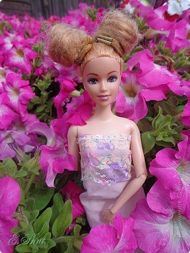 Всем доброго времени суток! Не было возможности выложить этот еще летний блог, но, как говорится, лучше поздно, чем никогда.  Куколка - Ирэн, барби - подделка. Из - за слабости шарниров ручка сломалась, но я на столько люблю эту куклу, что не могла отказаться от столь привлекательной модельки. Приятного просмотра!  фото 3
