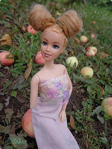 Всем доброго времени суток! Не было возможности выложить этот еще летний блог, но, как говорится, лучше поздно, чем никогда.  Куколка - Ирэн, барби - подделка. Из - за слабости шарниров ручка сломалась, но я на столько люблю эту куклу, что не могла отказаться от столь привлекательной модельки. Приятного просмотра!  фото 6