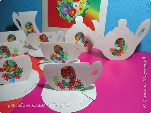 Вот таким чаепитием отметили мы с кружковцами сегодня на занятии Девятый День Рождения Любимого Сайта.Идею чайной чашечки я увидела сегодня утром у Эльвиры-Педагоши и решила эту идею развить дальше - так появился чайный праздничный сервиз из девяти предметов белого цвета,  панно с цветочной девяточкой не считается, оно просто украшает нашу чайную церемонию )))  фото 2