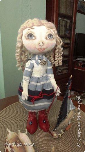 Кукла из бязи,лицо расписано акриловыми красками,волосы-шерсть.Платье из хлопка.Туфельки-кожа. фото 2