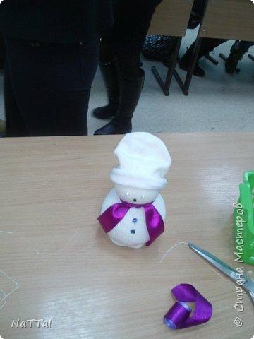 Кто сказал, что снеговики бывают только белыми!? На самом деле они бывают разными!!! Именно это доказали девочки, которые их сделали за 40 минут. фото 7