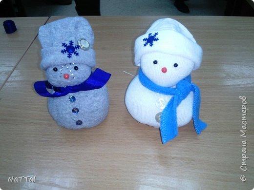 Кто сказал, что снеговики бывают только белыми!? На самом деле они бывают разными!!! Именно это доказали девочки, которые их сделали за 40 минут. фото 1