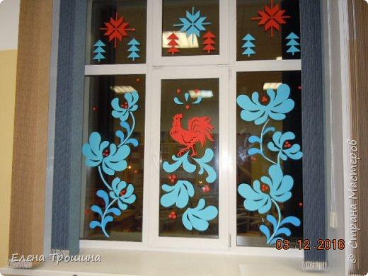 Здравствуйте, дорогие друзья! Скоро Новый год и мы уже начали украшать окна. Сегодня я расскажу как без отходов и быстро сделать много таких снежинок. фото 11