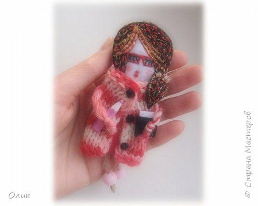 Очень модный тренд сезона куколки - брошки ручной работы. фото 12