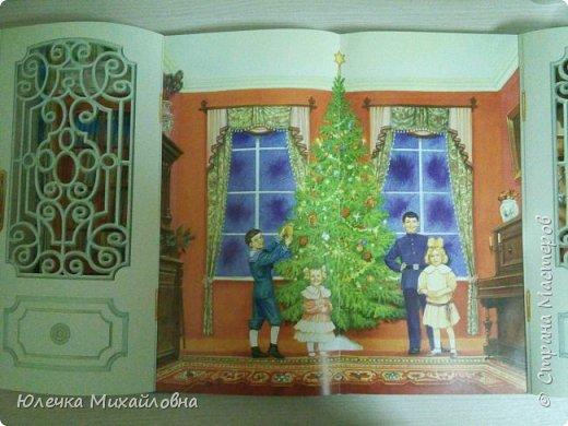 Всем приветик! С началом декабря мы поведём обратный отсчёт до Нового года. И поможёт нам в этом такой календарь! Время ожидания Нового года с календарём уже стало традицией в нашей семье. В предыдущие года мы чекрыжили бороду Деда Мороза, отрезая каждый день по полосочке, а в этом году я решила сделать календарь в виде такой вот зимней деревни.  фото 8