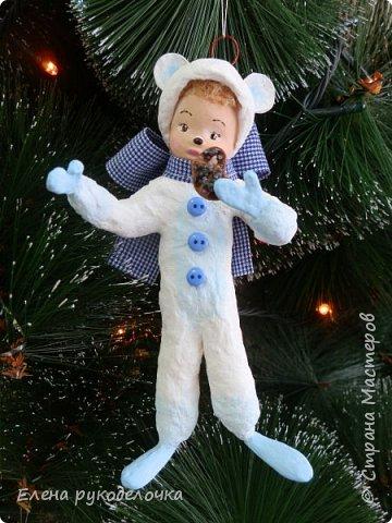 Очередной ватный малыш, в костюме белого медвежонка. фото 1