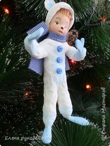 Очередной ватный малыш, в костюме белого медвежонка. фото 7