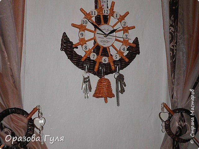 Часы с комнатным термометром и крючками для ключей. фото 16