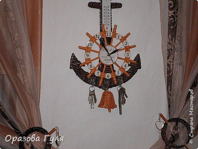 Часы с комнатным термометром и крючками для ключей. фото 1