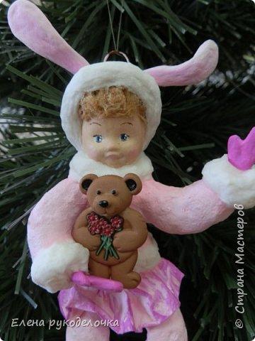 Встречайте мою новую девочку. Ей сразу придумалось имя - Стася. Очень милая кудрявая девчушка. Дед Мороз ей подарил медвежонка и она запрыгала от счастья. фото 2