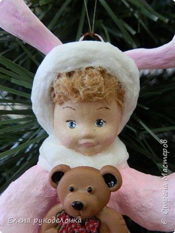 Встречайте мою новую девочку. Ей сразу придумалось имя - Стася. Очень милая кудрявая девчушка. Дед Мороз ей подарил медвежонка и она запрыгала от счастья. фото 3