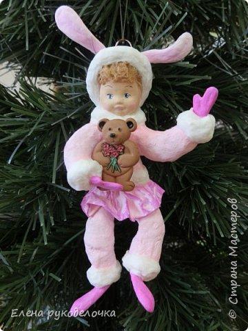 Встречайте мою новую девочку. Ей сразу придумалось имя - Стася. Очень милая кудрявая девчушка. Дед Мороз ей подарил медвежонка и она запрыгала от счастья. фото 6