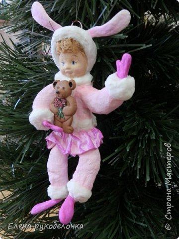 Встречайте мою новую девочку. Ей сразу придумалось имя - Стася. Очень милая кудрявая девчушка. Дед Мороз ей подарил медвежонка и она запрыгала от счастья. фото 7