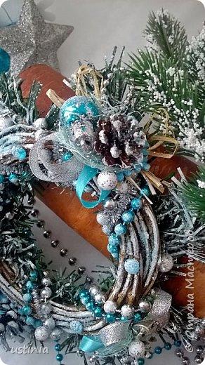 Наконец то я дорвалась до шишек и натворила веночков  и разных новогодних украшательств)))) и думаю это ещё не конец ))) как быстро покрасить шишки я выкладывала вот здесь http://stranamasterov.ru/node/1060218 фото 29