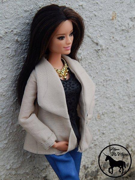 Приветствую всех жителей Страны Мастеров! Недавно я сшила зимне-осеннее укороченное пальто для куклы.