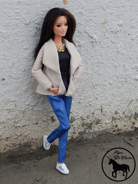Приветствую всех жителей Страны Мастеров! Недавно я сшила зимне-осеннее укороченное пальто для куклы.  фото 6