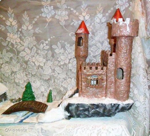 всем привет ! сегодня и я наконец то с новгодней работой , а то все цветочки-открыточки .представляю вам  замок . стоит он на   отвесной скалой  обдуваемый холодными , зимними ветрами . может живет там прекрасная  Царевна  , а может злой колдун . фото 1
