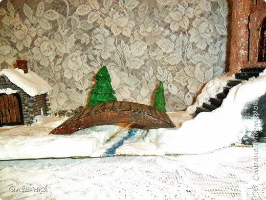 всем привет ! сегодня и я наконец то с новгодней работой , а то все цветочки-открыточки .представляю вам  замок . стоит он на   отвесной скалой  обдуваемый холодными , зимними ветрами . может живет там прекрасная  Царевна  , а может злой колдун . фото 3
