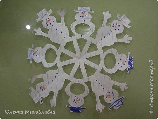 Всем приветик! С началом декабря мы поведём обратный отсчёт до Нового года. И поможёт нам в этом такой календарь! Время ожидания Нового года с календарём уже стало традицией в нашей семье. В предыдущие года мы чекрыжили бороду Деда Мороза, отрезая каждый день по полосочке, а в этом году я решила сделать календарь в виде такой вот зимней деревни.  фото 18