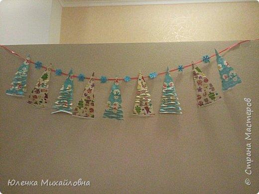 Всем приветик! С началом декабря мы поведём обратный отсчёт до Нового года. И поможёт нам в этом такой календарь! Время ожидания Нового года с календарём уже стало традицией в нашей семье. В предыдущие года мы чекрыжили бороду Деда Мороза, отрезая каждый день по полосочке, а в этом году я решила сделать календарь в виде такой вот зимней деревни.  фото 14