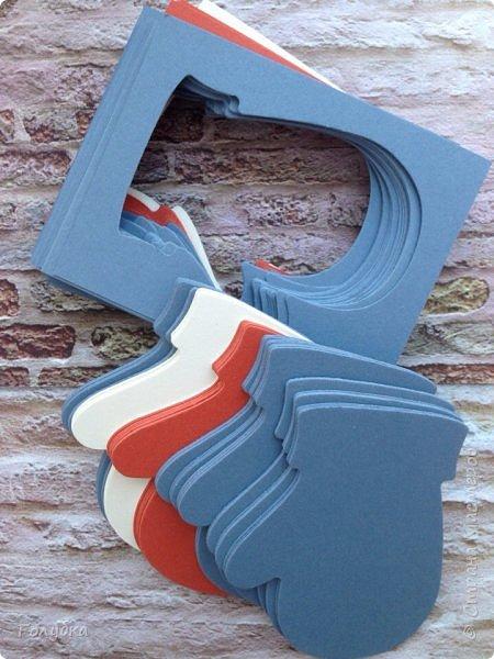 Хочу показать вам новогодние открытки. Затишье в моем блоге не означало, что я ничего не делаю:) Трудилась и продолжаю трудиться;) Открытки шейкеры для мужчин, поэтому чуток скромные по оформлению.  Бумага из серии любимых Galeria Papieru . фото 17