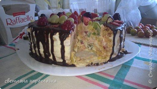 Это тортик на день рождение моей доченьки. Внутри шоколад на кипятке и сливочно-творожный мусс с вишней.  фото 10