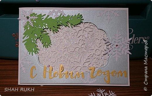 Представляю Вашему вниманию дуэт открыток к Новому году.  За окном у нас в Оренбурге уже неделю снежно.. и это навеяло на меня... снежное вдохновение! Сделала две открыточки, с первого взгляда одинаковые, НО, как в природе нет одинаковых снежинок, так и я, решила сделать две открытки... с снежным вихрем в котором снежинки разные! фото 3