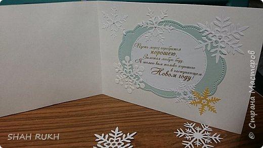 Представляю Вашему вниманию дуэт открыток к Новому году.  За окном у нас в Оренбурге уже неделю снежно.. и это навеяло на меня... снежное вдохновение! Сделала две открыточки, с первого взгляда одинаковые, НО, как в природе нет одинаковых снежинок, так и я, решила сделать две открытки... с снежным вихрем в котором снежинки разные! фото 5