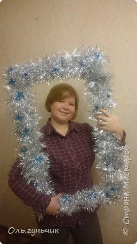 Всем здравствуйте! Прочитала в инете про идею фотосессии с рамочкой...очень мне она понравилась. Раз понравилась, быстренько сделала))) Вот хочу показать вам, может тоже захотите сделать такую рамочку на новый год...Делается легко. фото 1