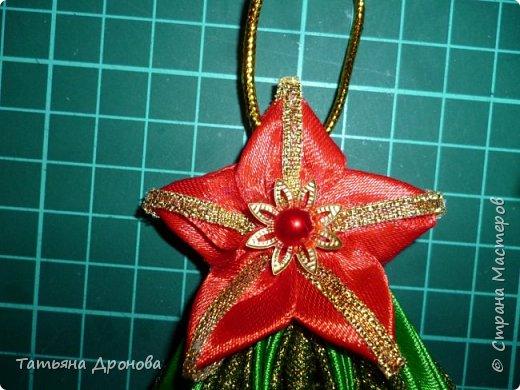 Всем здравствуйте)))Пришло время наряжать елку.Разнообразить новогодние игрушки решила вот такими подвесками ёлочками.Они двусторонние.В инете не встречала подобного мастер-класса и я решилась. Возможно кому-то пригодится. фото 34