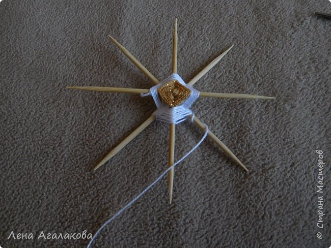 По просьбам выкладываю МК по плетению рождественского ангелочка из ниток. фото 20