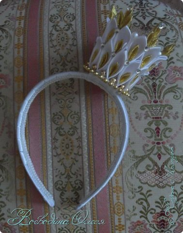 Всем доброго времени суток! Сделала в подарок для племяшки на Новый год вот такую корону. Вот по этому МК https://stranamasterov.ru/node/1063927?c=favorite .
