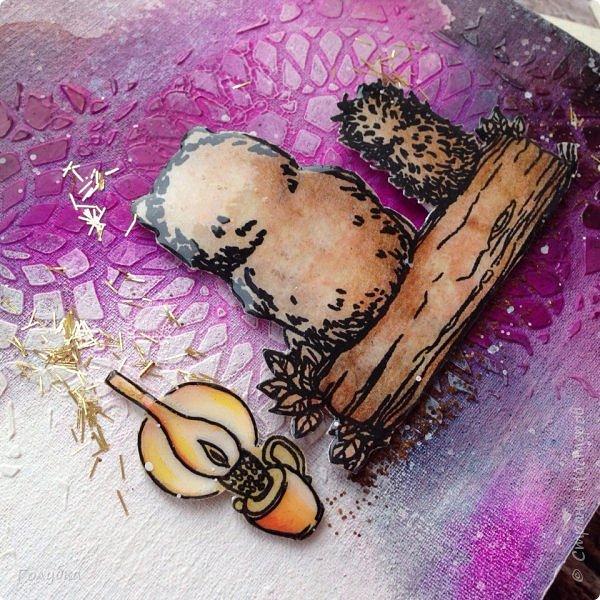 """Эти выходные я провела в студии Шебби-Шик с Ией! Под ее руководством мы окунулись в краски:) Учились рисовать пятна:) , которые потом превращались в фон страничек альбома. Альбом """"Ежик в тумане"""" Туман у всех получился необычный:) . У кого-то ежик с медвежонком бродили в ягодном тумане, а у меня в фантастическом с пузырями :)))  Все осилили программу , которую заявил мастер:)  На второй день мы делали холсты. Опять краски, трафареты, пасты многослойность, акценты... Полное удовольствие от процесса и результата! Хочу отметить, что Ию можно слушать долго, она рассказывает и показывает, как бы смакуя процесс, давая понять, что это удовольствие ! А наборы для каждого, как вкусно собраны ею! Комплект дает возможность не только повторить работу мастера, но и проявить фантазию! На фото мой холст, автограф Ии на ее статье в журнале Скрап - информация 3,2016 год и ее комплимент - милейшая  открыточка:) фото 3"""