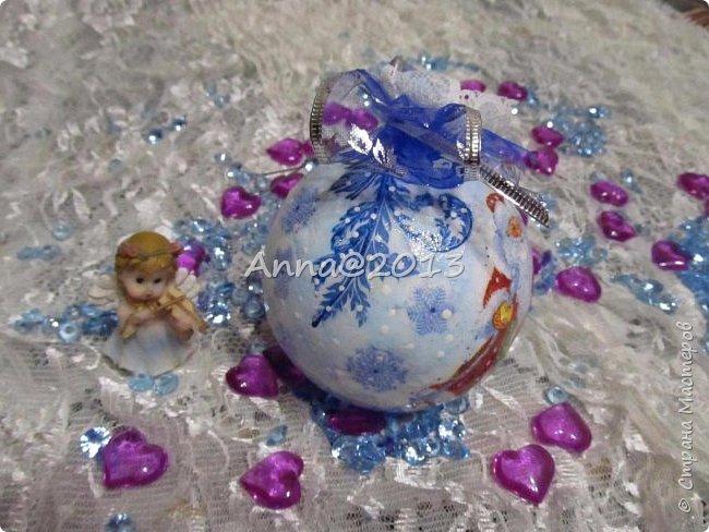 """Добрый вечер всем !!! У меня небольшая партия новых шариков...Надеюсь, вы не устали от них, и хочу сказать, что это предпоследний пост в этом году, так что потерпите... Снимая первый шарик, так его приблизила, но красивый ,голубой блеск все равно не виден...((  Я его так полюбила, этот мелкий сверкающий голубой порошок, купленный в """"Леонардо"""",  что теперь только им и пользуюсь, никакие другие мне уже не нравятся.. фото 14"""