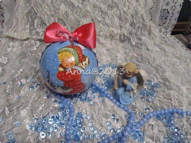 """Добрый вечер всем !!! У меня небольшая партия новых шариков...Надеюсь, вы не устали от них, и хочу сказать, что это предпоследний пост в этом году, так что потерпите... Снимая первый шарик, так его приблизила, но красивый ,голубой блеск все равно не виден...((  Я его так полюбила, этот мелкий сверкающий голубой порошок, купленный в """"Леонардо"""",  что теперь только им и пользуюсь, никакие другие мне уже не нравятся.. фото 4"""